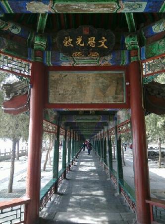 Long couloir du Palais d'été : 昆明湖畔,颐和园长廊