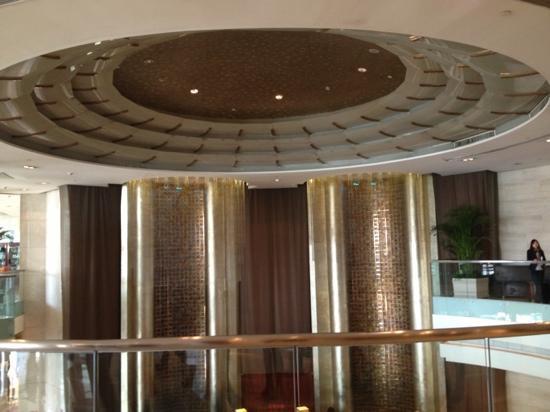 Gehua New Century Hotel: 大厅电题