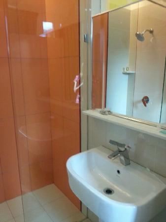 Heliconia Hotel: 卫生间
