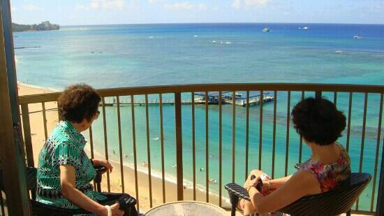 Waikiki Beach Walk: 沐浴