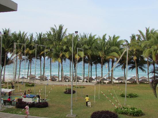 Club Med Bintan Island : 房间外的海滩