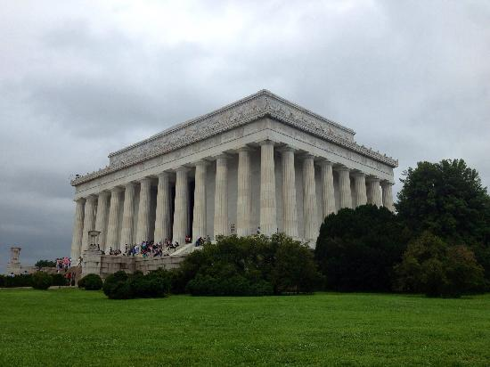 Lincoln Memorial : side view
