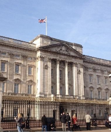 Buckingham Palace: 白金汉宫