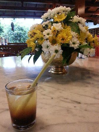 Hotel Manohara Borobudur: welcome drinking