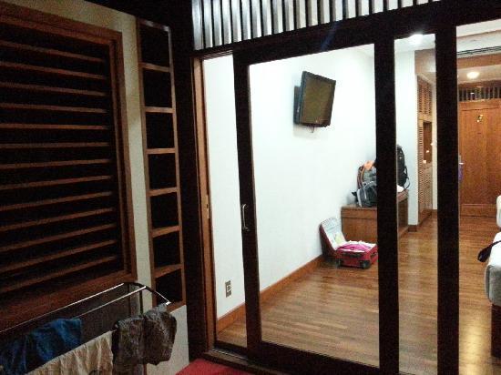 Hotel Manohara Borobudur: 房间小花园