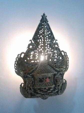 Hotel Manohara Borobudur: 灯