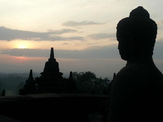Hotel Manohara Borobudur: 婆罗浮屠日出