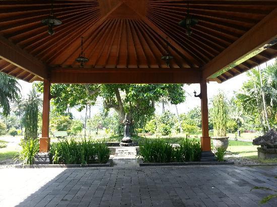 Hotel Manohara Borobudur: 大堂入口