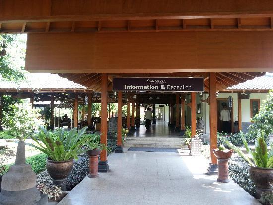 Hotel Manohara Borobudur : 走廊