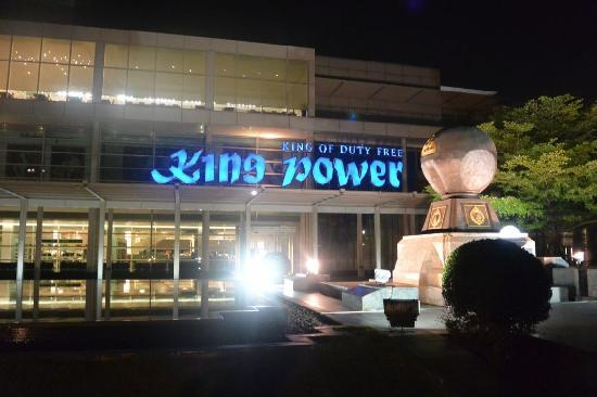 Pullman Bangkok King Power : kingpower 正门口
