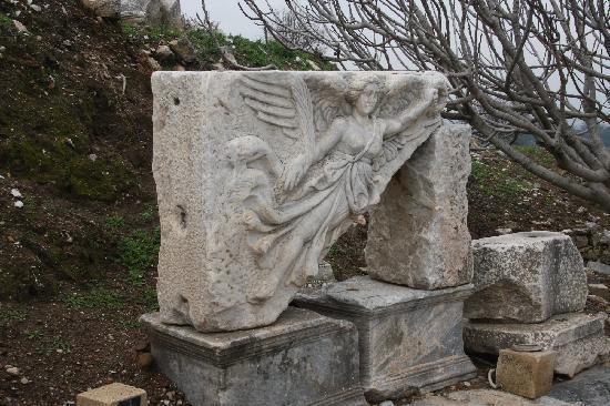 Ruinen von Ephesos: 土耳其伊兹密尔以弗所古城遗址中的胜利女神耐克雕像
