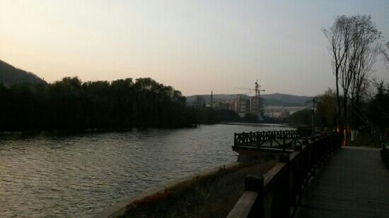 Xishan Lake Park: 西山湖畔