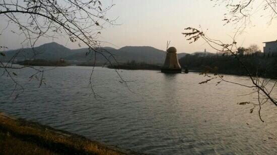 Xishan Lake Park: 西山湖