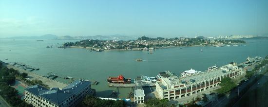 Swiss Grand Xiamen : 从房间内俯瞰鼓浪屿