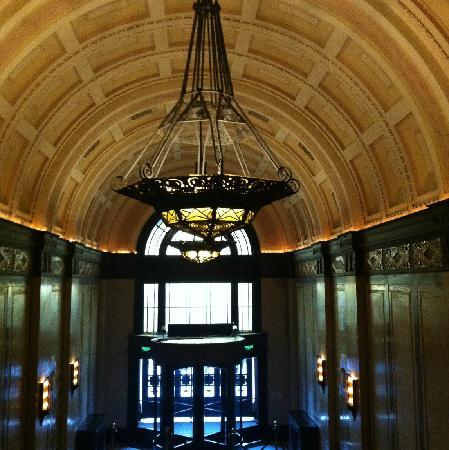 Fairmont Peace Hotel: 东入口