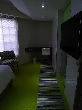CJ Hotel : 正在翻新客房之样板