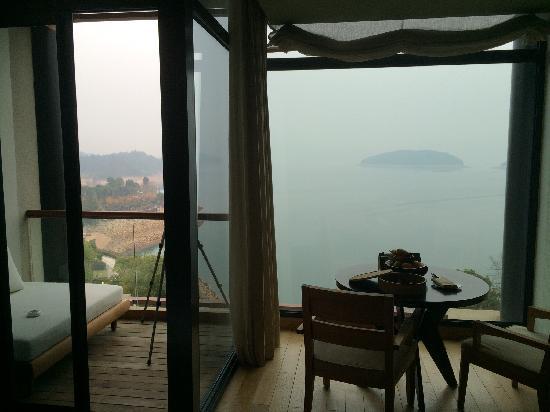InterContinental One Thousand Island Lake Resort: 客厅阳台