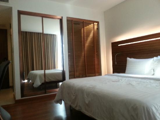 Sacha's Hotel Uno: 房间的卧室