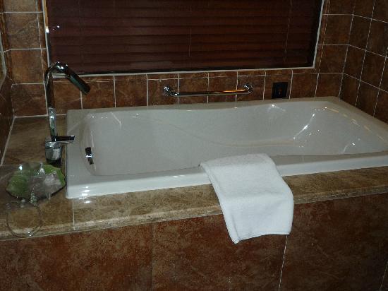 Hilton Sanqingshan Resort: 浴缸