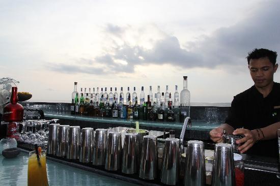 AYANA Resort and Spa: 坐在Rock Bar的最前排欣赏落日