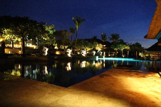 AYANA Resort and Spa: Ayana酒店的夜景也很美