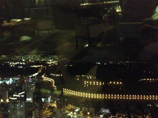 Kingkey 100: 95层看下去,对岸的香港