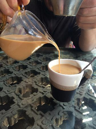Gelulu No.68 Hostel: 老板用滇红给泡的奶茶