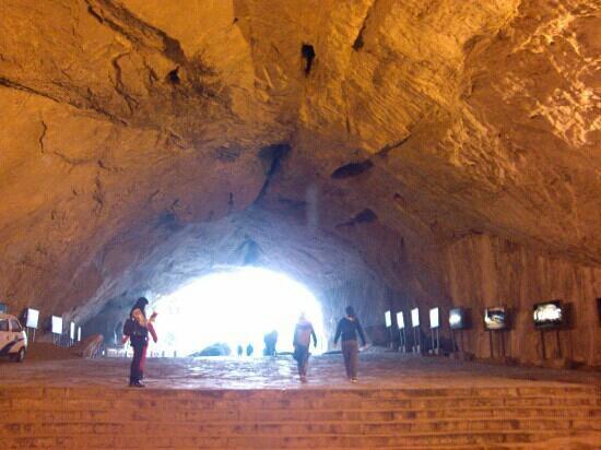 Benxi Water Cave: 洞里很冷
