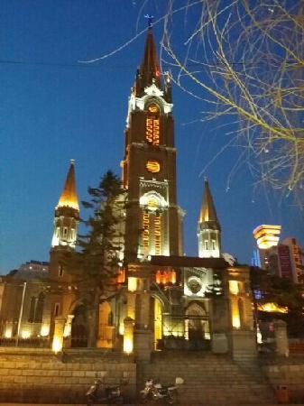 Jilin Catholic Church: 夜幕下的教堂