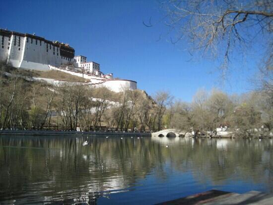 zong jiao lu kang: 清澈的湖水