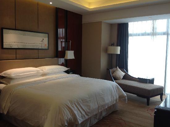 Sheraton Langfang Chaobai River Hotel: 卧室
