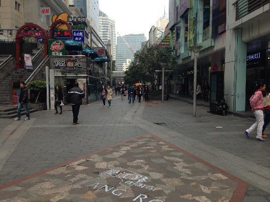 Shanghai Wujiang Road Entertainment Street: 街景