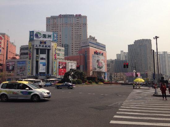 Xujiahui Business Circle: 徐家汇美罗城