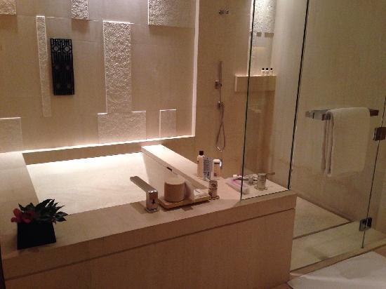 Park Hyatt Beijing: 浴室很舒服