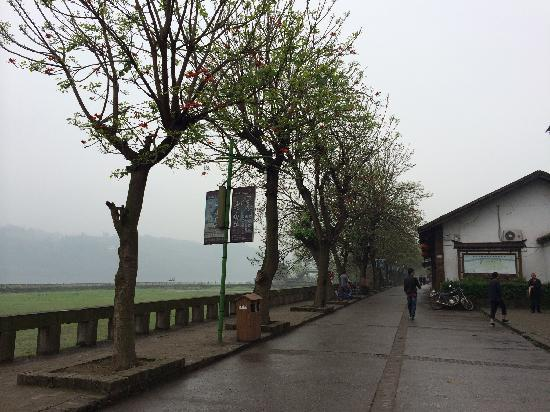 Lizhuang Ancient Town: 古镇小路