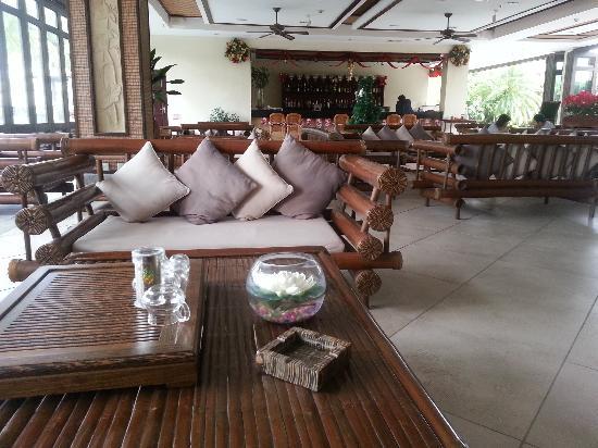 Yalong Bay Villas & Spa: 大厅的休闲吧