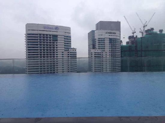 Aloft Kuala Lumpur Sentral: 楼顶泳池