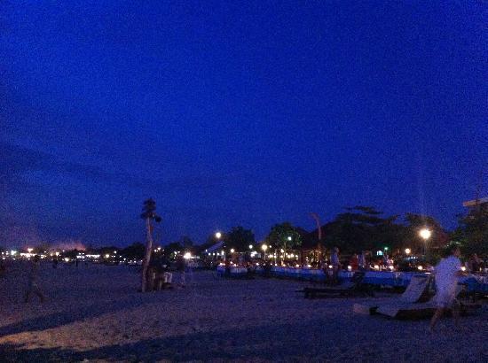 Jimbaran Bay : 灯光闪烁