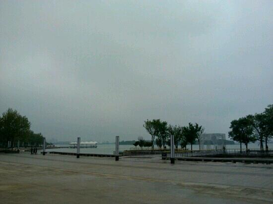 Jinji Lake: 金鸡湖
