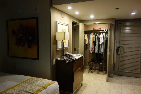 Chaozhou Hotel: room