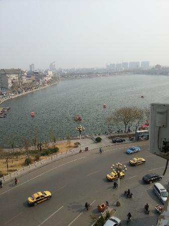 Home Inn (Kaifeng Baogongci): 从窗户望出去就是包公湖