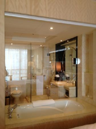 Guangzhou Marriott Hotel Tianhe: 浴室