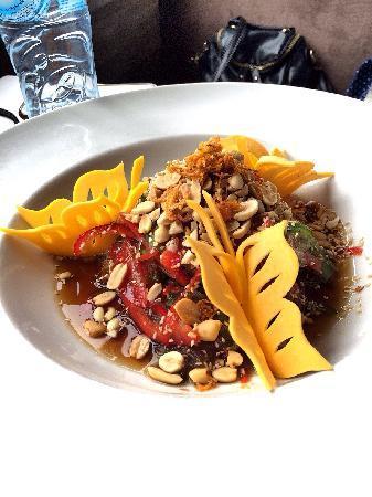 The Gourmet Corner Restaurant: noodles salad 酸甜口粉丝青椒沙拉 挺好吃但比较中国