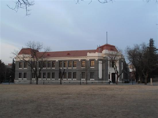 Tsinghua University : 清华大学
