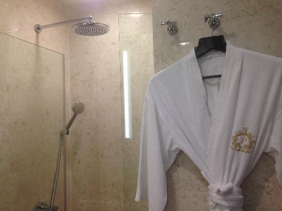Park Hotel Clarke Quay: 淋浴