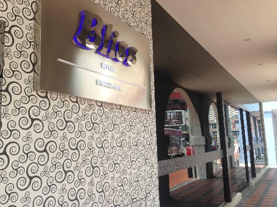Bliss Hotel Singapore: 大门