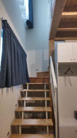 Tango Hotel : 房间的楼梯