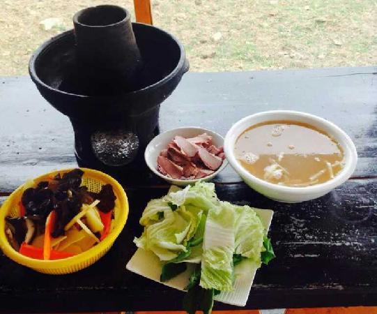 Shangri-La Maji Xiangrikui Hostel : 火锅和牦牛肉