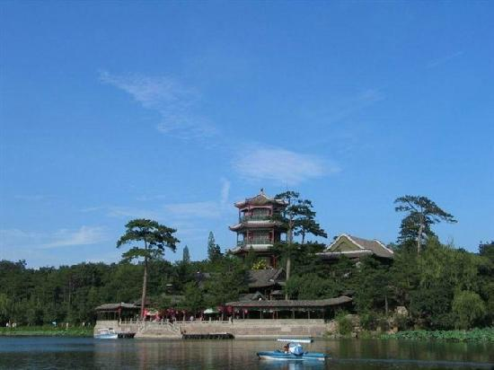 Imperial Summer Palace of Mountain Resort: jin shan ting