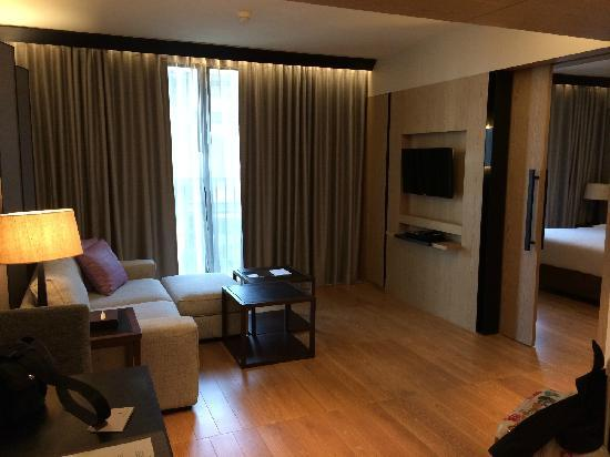 Arcadia Suites Bangkok by Compass Hospitality: 客厅也不错